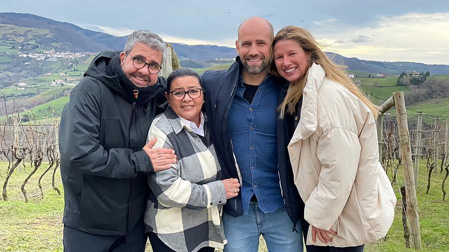Jesulín de Ubrique, Chenoa, La Terremoto de Alcorcón y Perico Delgado se suman al elenco de 'Dos parejas y un destino'